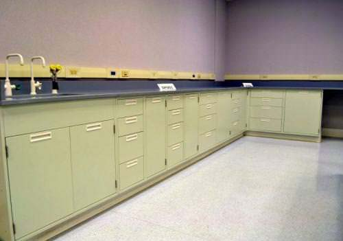 28′ FISHER HAMILTON LABORATORY FURNITURE CABINETS WITH EPOXY COUNTER TOPS