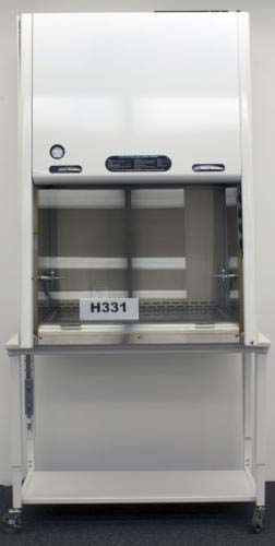3′ FISHER HAMILTON CLASS II BIOLOGICAL FUME HOOD H331
