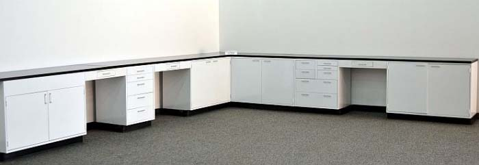 32′ USED LABORATORY FURNITURE / CABINETS / CASEWORK L028