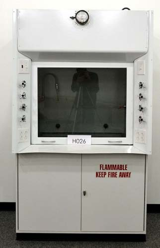 4′ KEWAUNEE FUME HOOD WITH FLAMMABLE BASE CABINETS