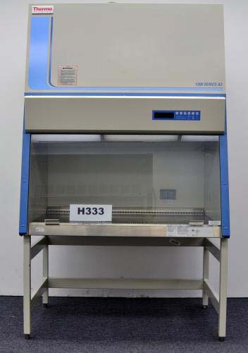 4′ THERMO SCIENTIFIC 1300 SERIES A2 CLASS II BIOLOGICAL FUME HOOD H333